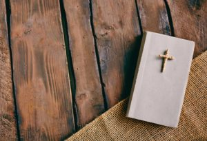 gallery-bible-and-cross